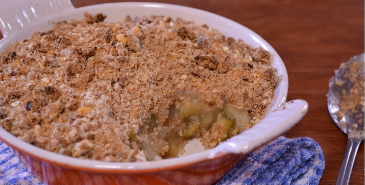 Warm and healthy crumble, fresh out of the oven