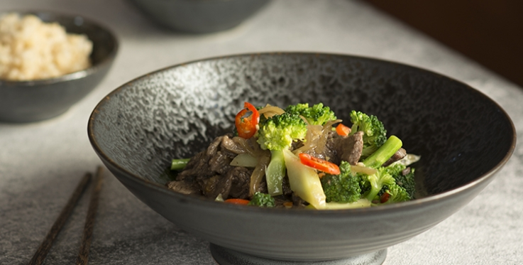 Stir-fried beef with broccoli and brown rice