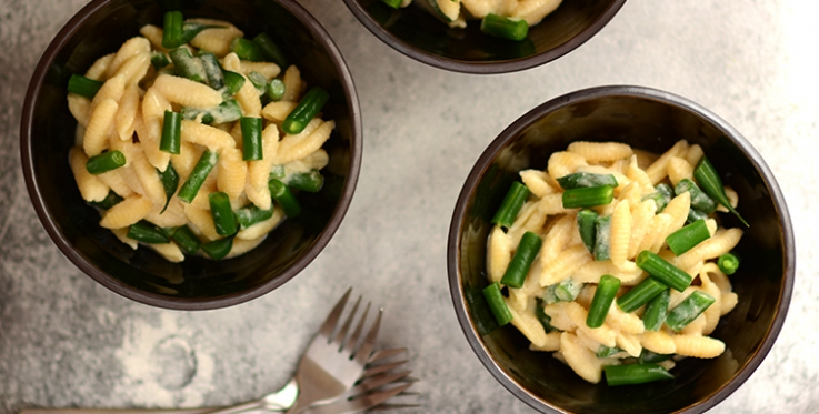 Macaroni cheese with green beans recipe