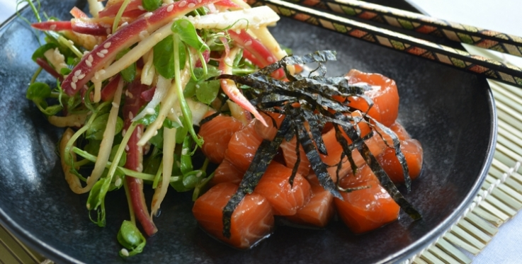 marinated raw salmon topped with nori strips served with carrot salad