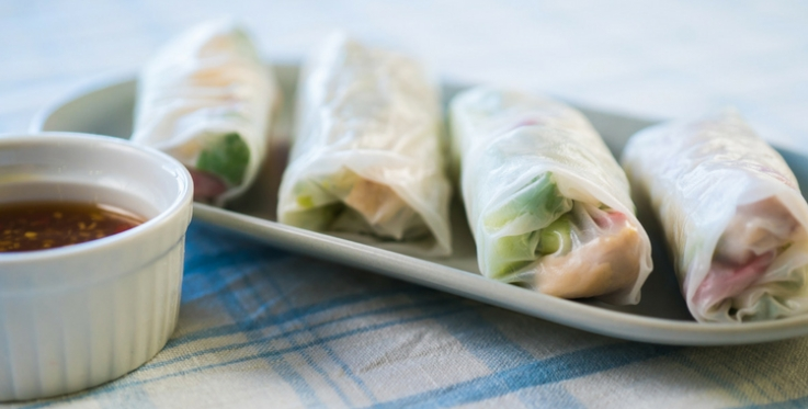 Rice paper rolls and dip