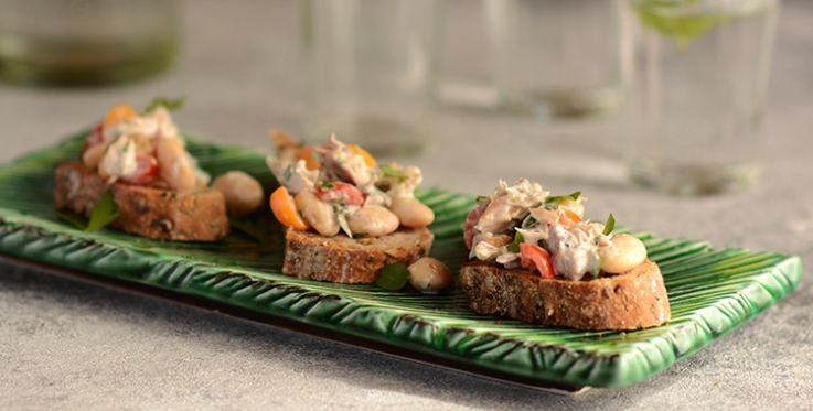 Smoked fish salad on wholegrain bread